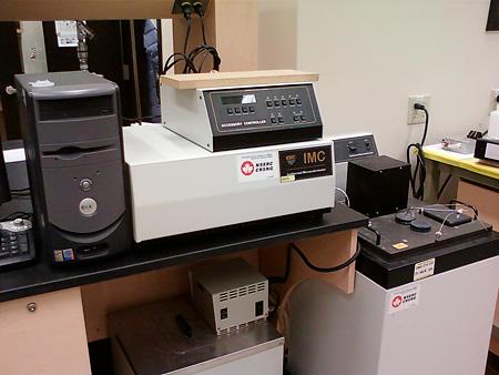 Isothermal microcalorimeter